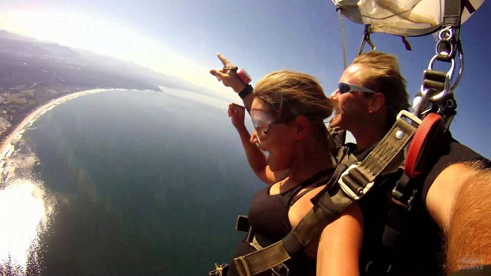 Lauren Munger of Algoa FM Skydives Plett